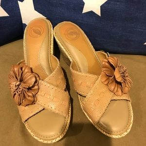 NURTURE leather tan shoes with flower detail